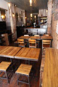 میز و صندلی چوبی درختی برای کافی شاپ
