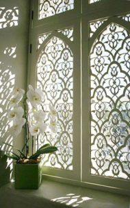 حفاظ سفید پنجره با چوب