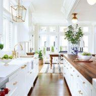 طراحی آشپزخانه سفید و چوبی و ساخت
