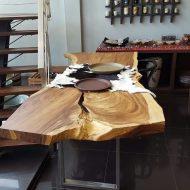 چیدمان خانه با میز ناهار خوری تمام چوب